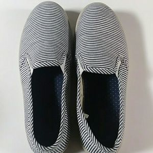 NWOT Maurices slip on sneakers